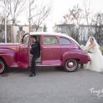 Kırmızı arabalı gelin damat fotoğrafı