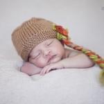 Uyuyan yeni doğan bebek fotoğrafı