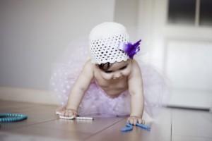 Emekleyen bebek fotoğrafı