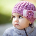 Pembe bereli kız çocuk fotoğrafı