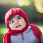 Kırmızı bereli çocuk fotoğrafı