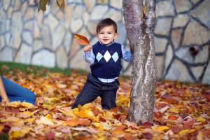 Sonbaharda çocuk fotoğrafı