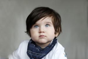 Mavi gözlü çocuk fotoğrafı