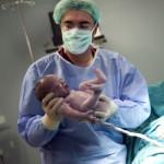 Doktor bebek doğum fotoğrafı