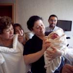 Aile sevinci yenidoğan fotoğrafı