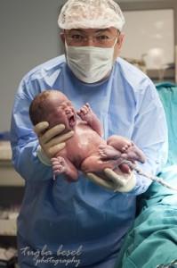 Yeni doğmuş bebek ve doğum fotoğrafı