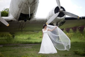 Uçak önünde gelin fotoğrafı
