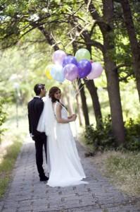 Balonlu gelin damat fotoğrafı