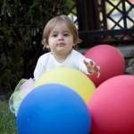 Balonlu 1 yaş bebek fotoğrafı
