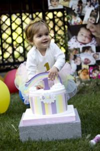 1 yaş bebek pastalı fotoğraf