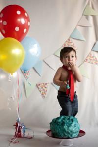 1 yaş pasta patlatma fotoğrafı