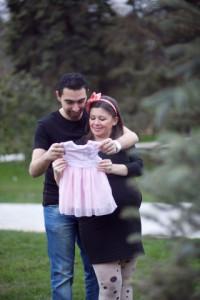 Bebek giysili hamile fotoğrafı