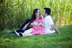 Çimenlerde hamilelik fotoğrafı