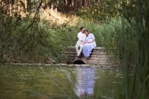 Su kenarında hamile fotoğrafı