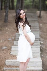 Merdivenlerde hamile fotoğrafı