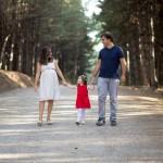 Aile el ele fotoğrafı