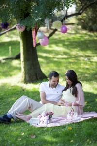 Piknikte hamile fotoğrafı