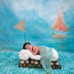 Salda yeni doğan bebek fotoğrafı