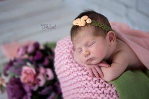 Tatlı uykular yeni doğan bebek fotoğrafı