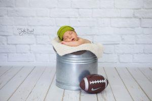 Yenidoğan erkek bebek fotoğrafı