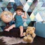 Dünyayı gezen çocuk fotoğrafı
