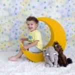 Ay konulu erkek çocuk fotoğrafı