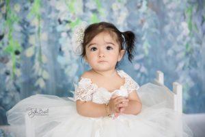 1 yaş tatlı kız çocuk fotoğrafı